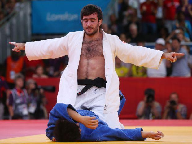Rosjanin został nowym mistrzem olimpijskim w kat. do 73 kg (fot. Getty Images)