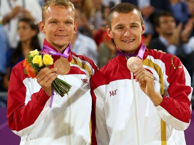 Martins Plavins i Janis Smedins cieszyli się w Londynie z brązowych medali (fot. Getty Images)