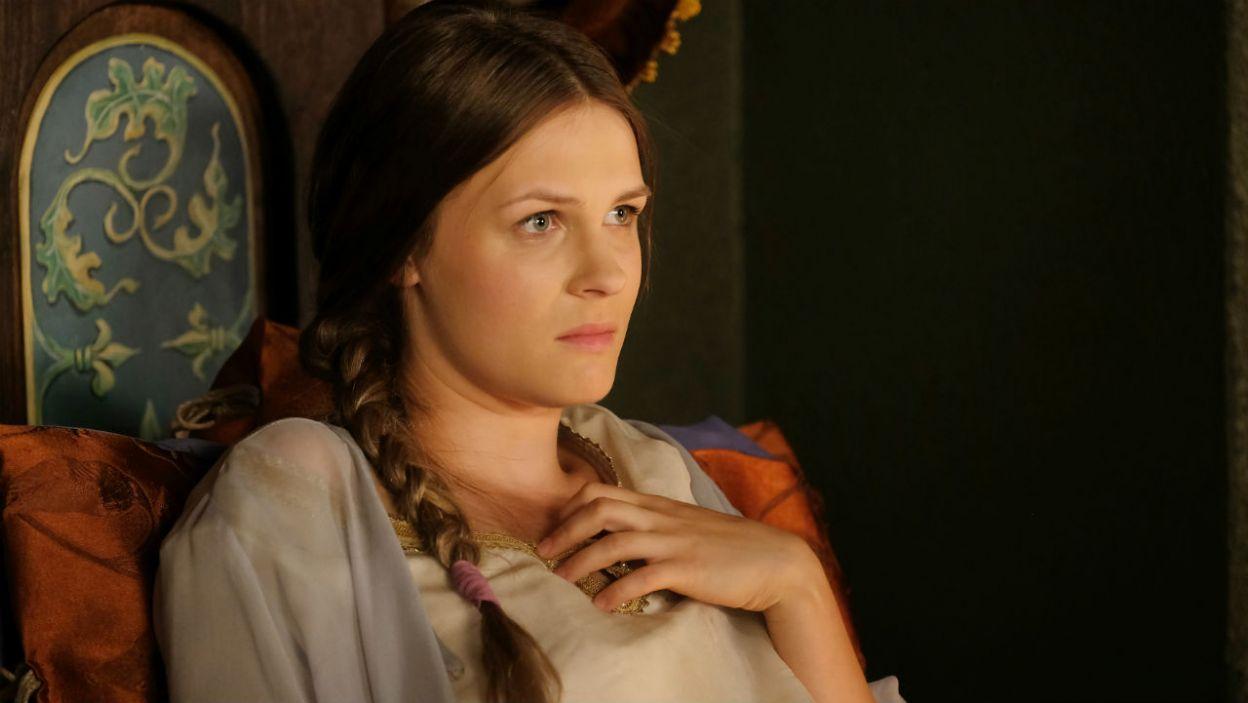 Nowa królowa nie dała jednak Kazimierzowi upragnionego następcy, co zrodziło narastającą frustrację pary (fot. TVP)