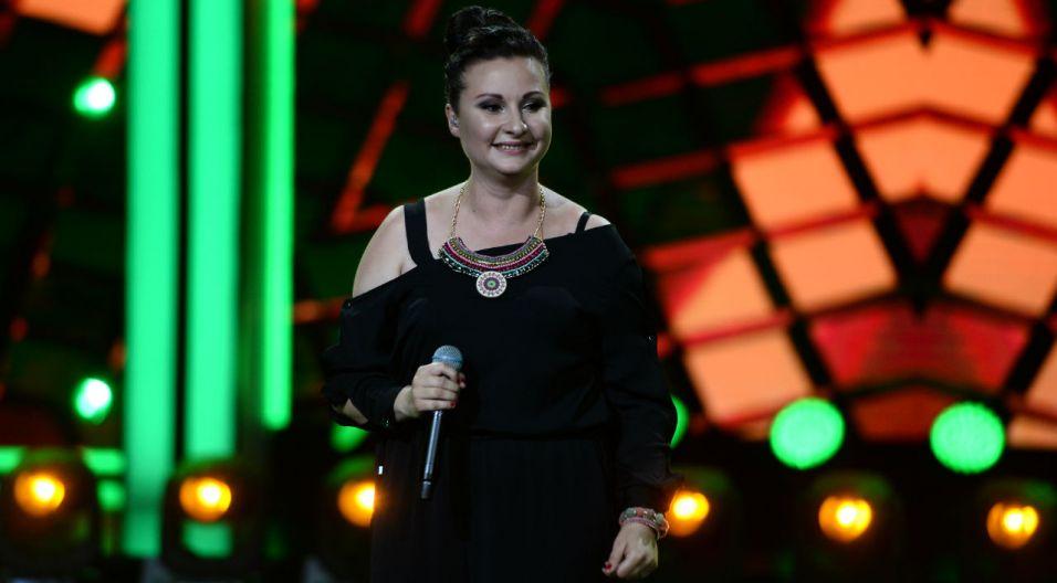 """Wśród 9 debiutantów była też Edyta Strzycka, która zaśpiewa piosenkę pt. """"Nowy Horyzont"""" (fot. TVP)"""