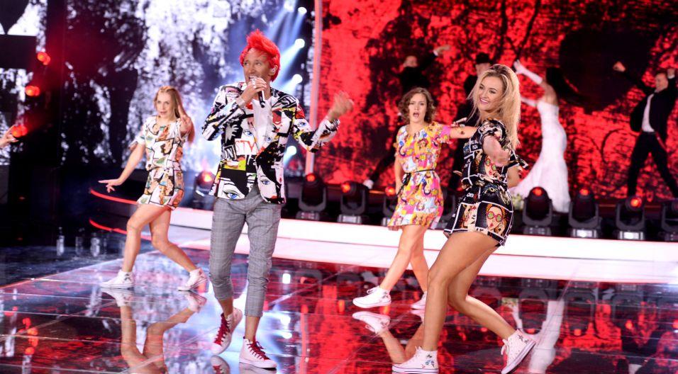 """Jednak prawdziwa bomba energetyczna była jeszcze przed nami. Gdy na scenie pojawiła się grupa Ich Troje i zaśpiewała hit """"Zawsze z Tobą chciałbym być"""" publika oszalała! (fot. J. Bogacz/TVP)"""