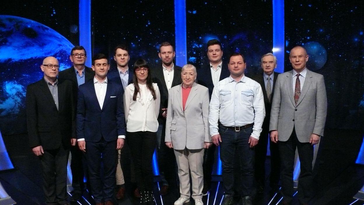 Pamiątkowe zdjęcie wszystkich uczestników 13 odcinka 112 edycji