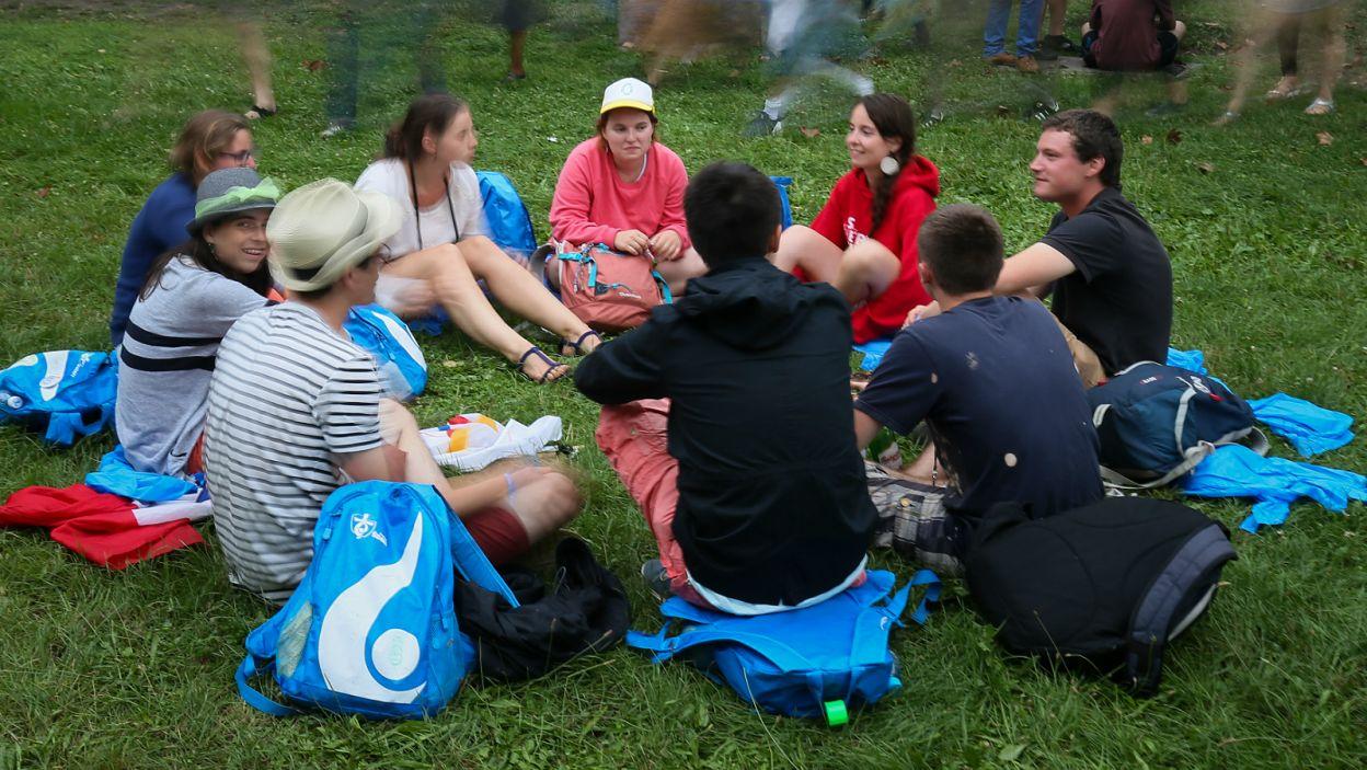 Po uroczystości młodzi ludzie mieli okazję, by się poznać i porozmawiać (fot. PAP)