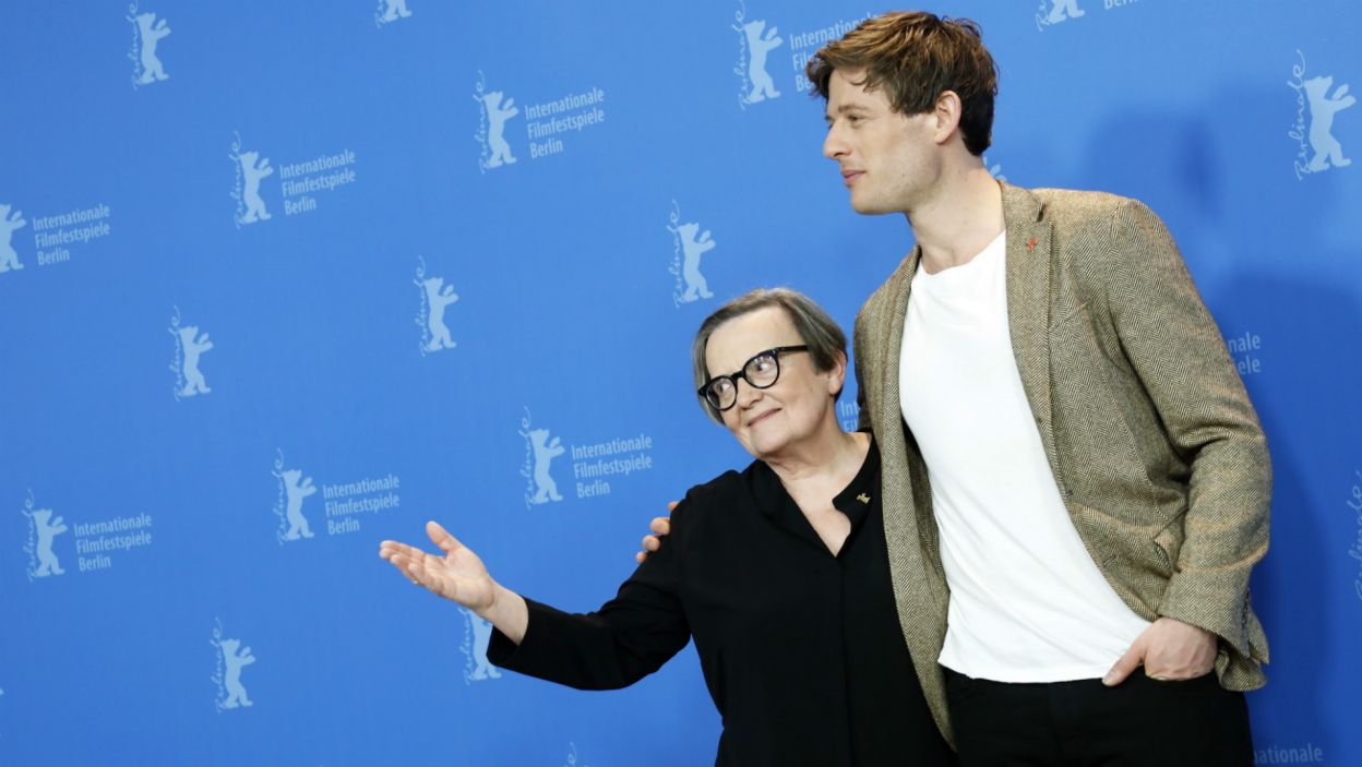 Agnieszka Holland i James Norton (fot. EPA/FELIPE TRUEBA)