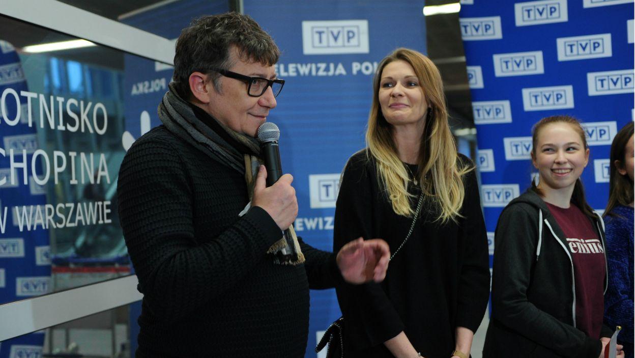 – Wzruszam się, bo chciałbym zawsze pracować z takimi artystami – chwalił swoją podopieczną Konrad Smuga, reżyser występu Roksany (fot. N. Młudzik/TVP)
