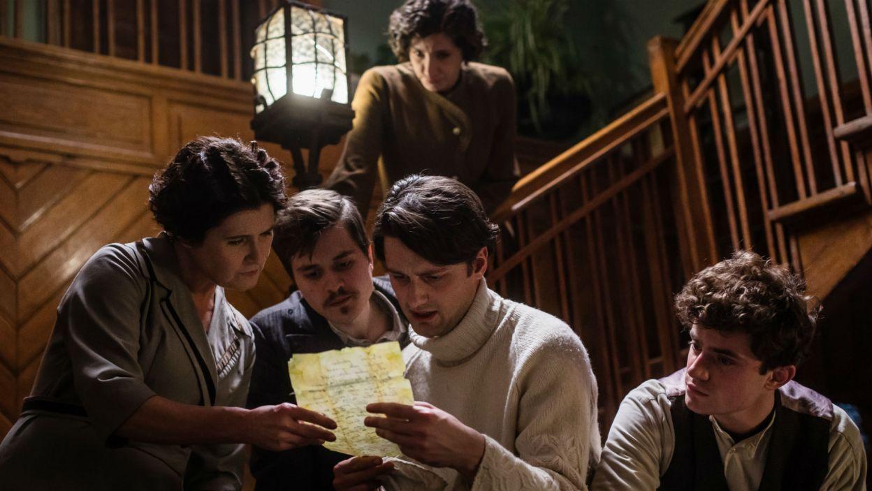Mościrzeccy zbierają się, by odczytać testament ich przodka  (fot. Wojtek Radwański/TVP)