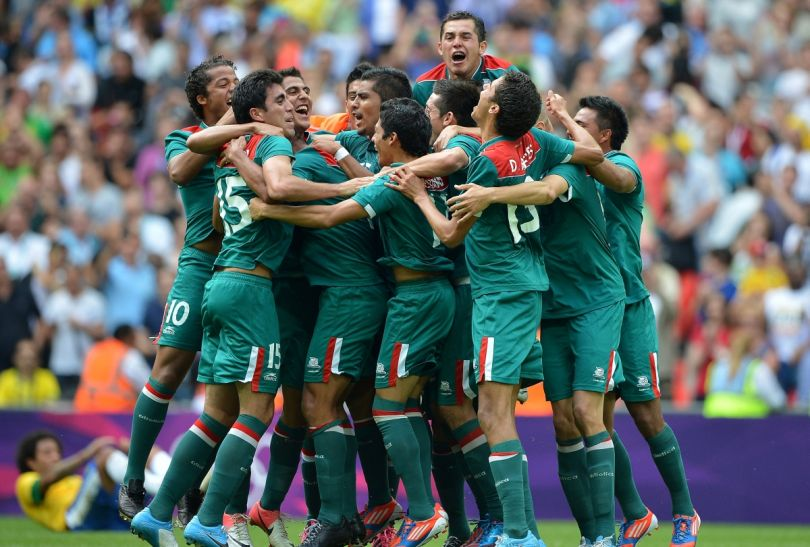 Po ostatnim gwizdku Meksykanie oszaleli z radości (fot. Getty Images)