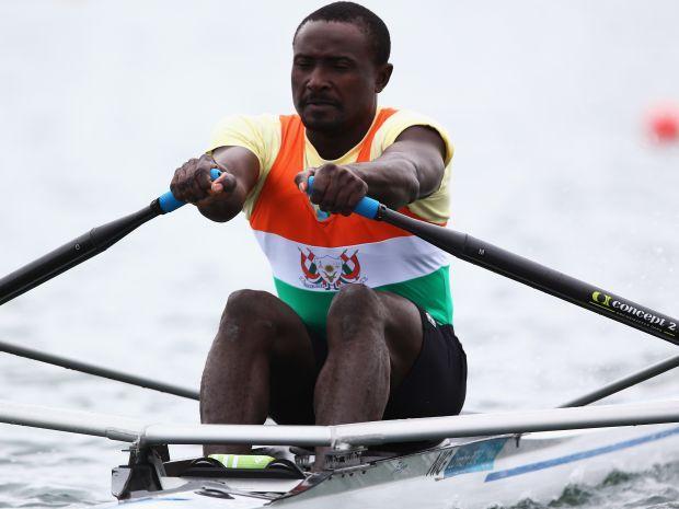 Hamadou Djibo Issaka przygotowywał się do startu trenując na łodzi rybackiej (fot. Getty Images)