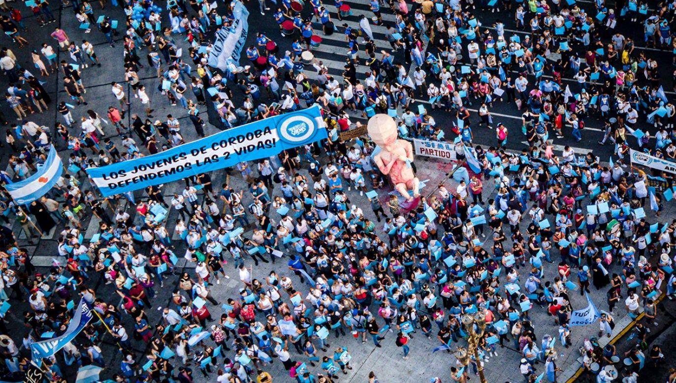W Argentynie wprowadzono aborcję na życzenie do czternastego tygodnia ciąży (fot. Marcelo Endelli/Getty Images)