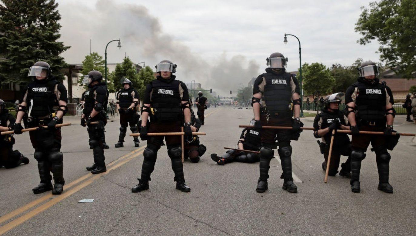 Gubernator stanu Minnesota wyraził w piątek ufność w odbudowę porządku, mimo protestów mieszkańców Minneapolis (fot. Scott Olson/Getty Images)