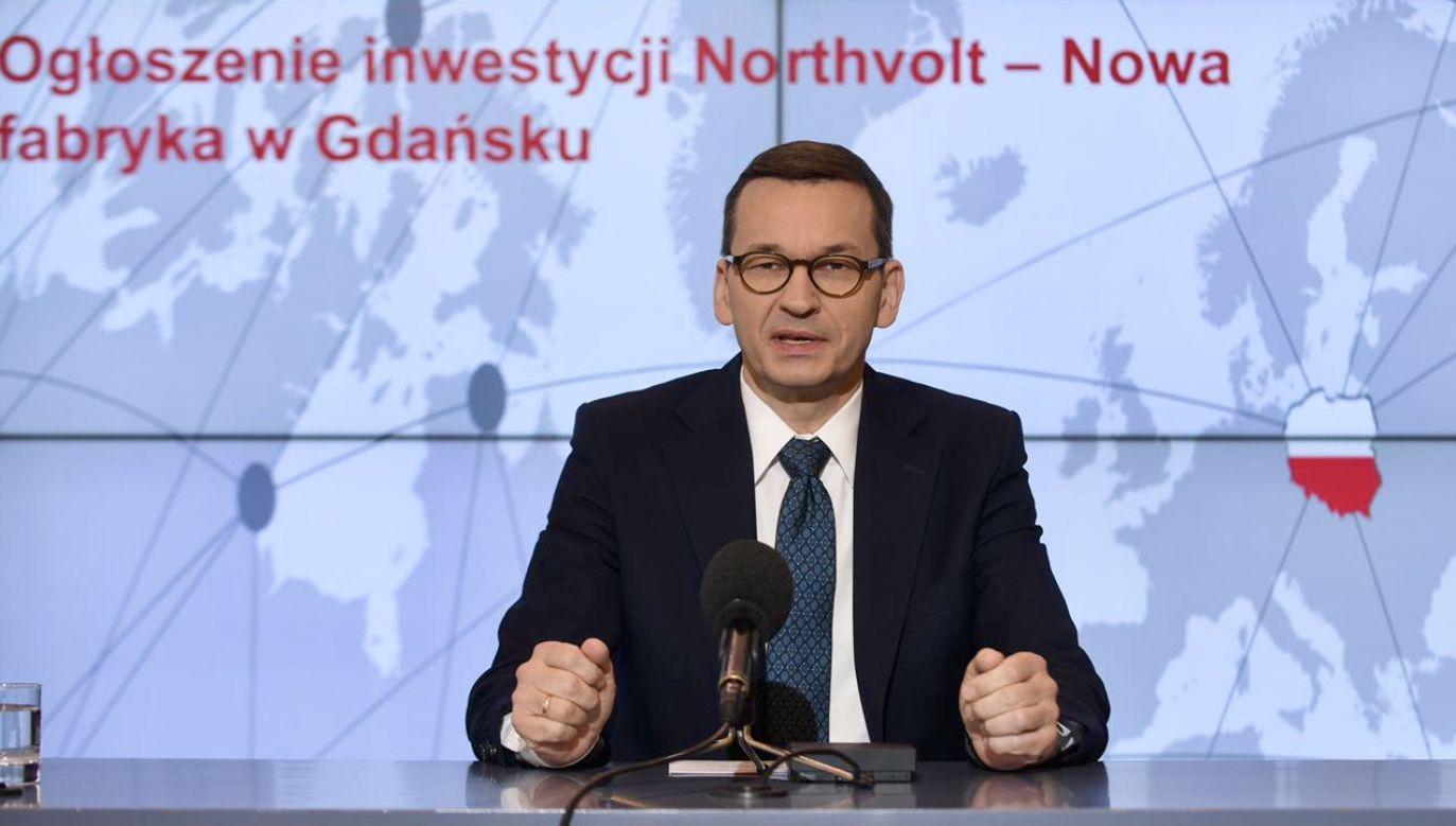"""Morawiecki zauważył, że produkcja baterii to element """"zielonej rewolucji"""" (fot. KPRM)"""