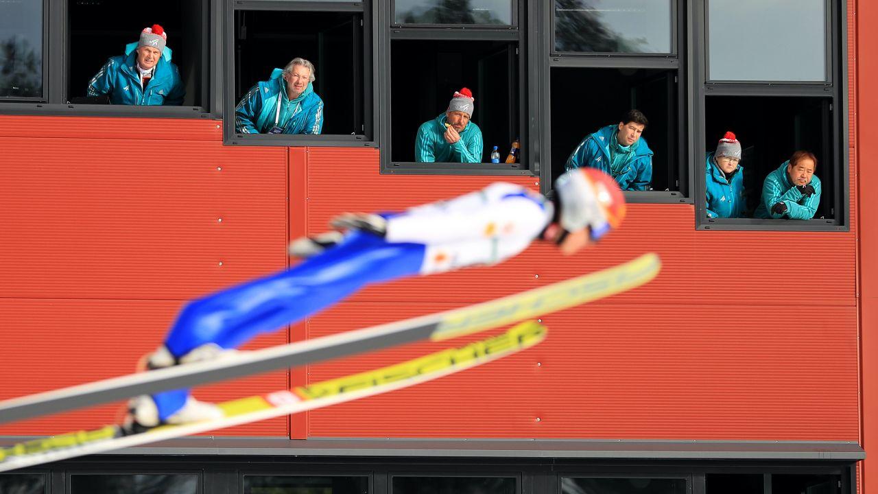 Z badań wynika, że sędziowie w skokach nie są obiektywni (fot. Richard Heathcote/Getty Images)
