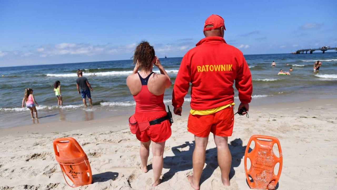 Ratownicy monitorują stan wody w kąpieliskach (fotr. PAP/Marcin Bielecki)