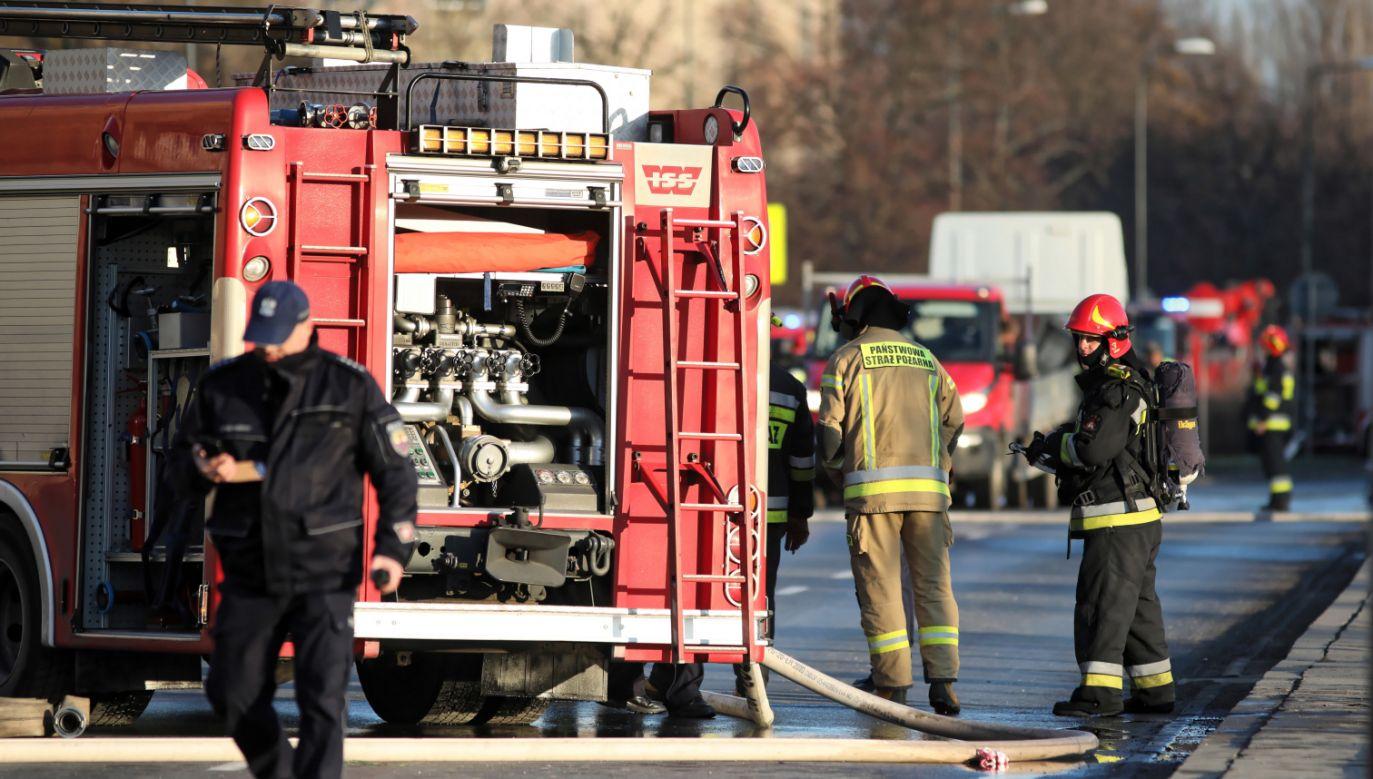 Przyczynę pożaru będzie wyjaśniać policja (fot. PAP/Leszek Szymański)