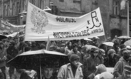 Kraków, 11.11.1980. Manifestacja w rocznicę odzyskania niepodległości. Fot. PAP/Jerzy Ochoński
