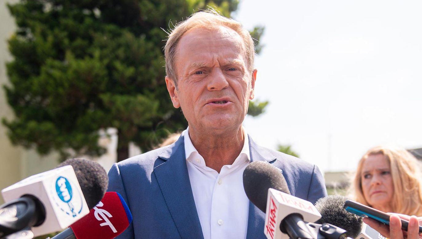 Internauci przypomnieli, co dawniej Donald Tusk mówił o uczestnikach Marszu Niepodległości (fot.  Mateusz Slodkowski/SOPA Images/LightRocket via Getty Images)