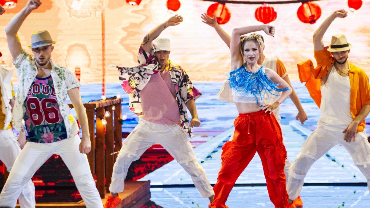 """Marta Paszkin w piosence """"Genie In A Bottle"""" uwolniła swój taneczny talent! Na scenie pokazała zmysłowość i umiejętności aktorskie (fot. TVP)"""
