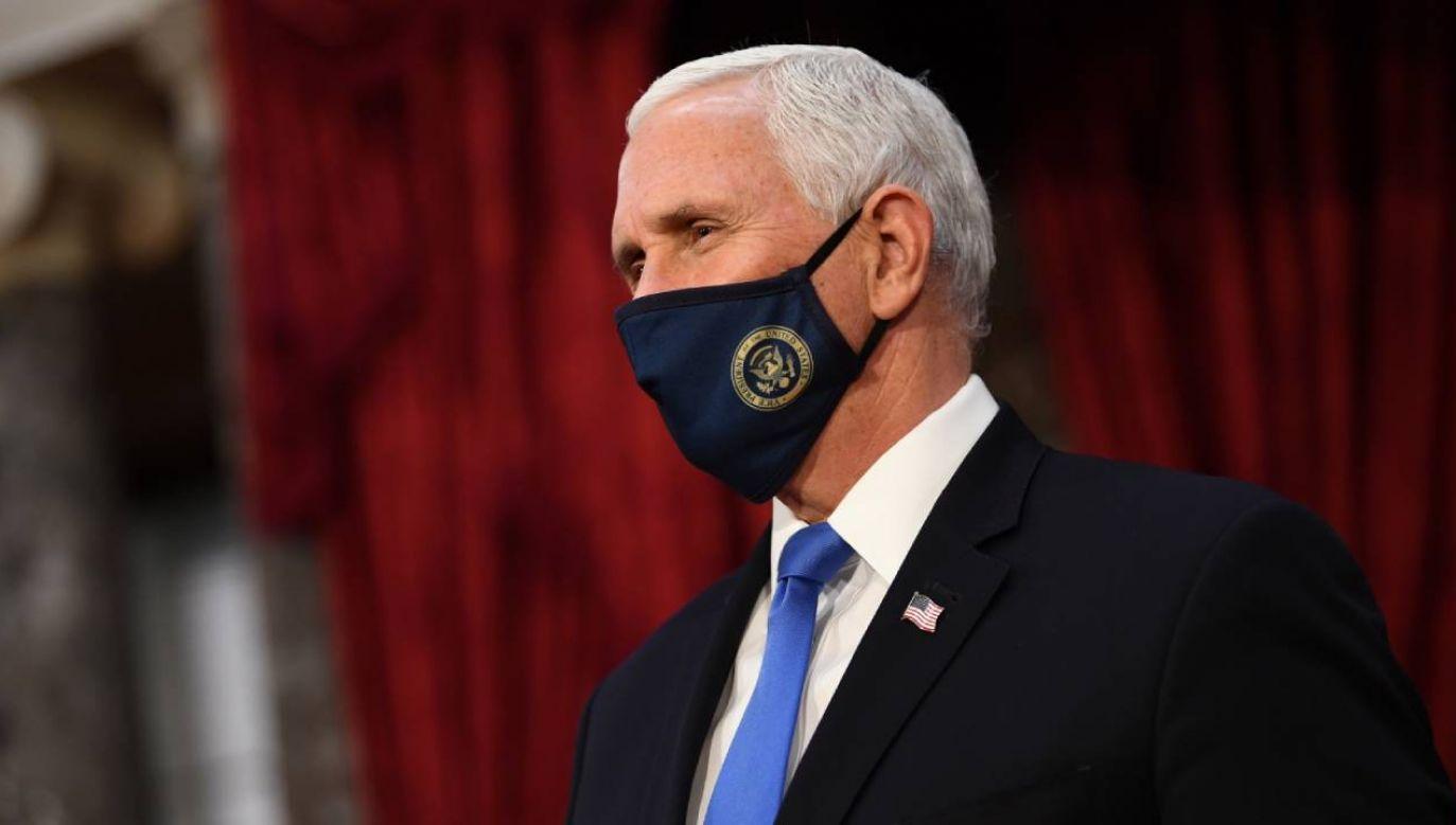 Mike Pence przejął znaczną część obowiązków w związku ze zmianą gospodarza w Białym Domu (fot. PAP/EPA/KEVIN DIETSCH / POOL)