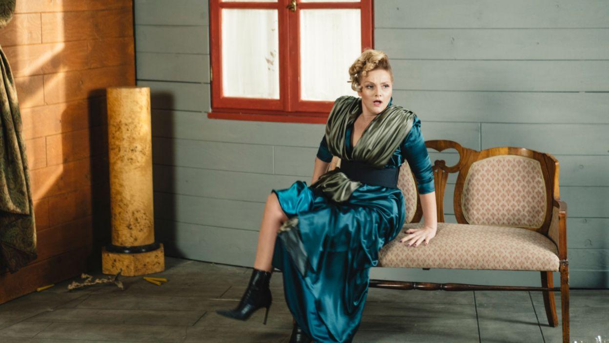 Drugą z kobiet jest Podstolina (w tej roli Ewa Konstancja Bułhak), wdowa po trzech mężach, która jednak nadal nie traci nadziei na kolejny mariaż  (fot. S. Loba)