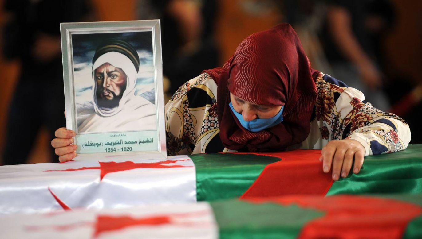 Francja przekazała w piątek władzom w Algierze szczątki 24 bojowników algierskich (fot. PAP/EPA/STRINGER)