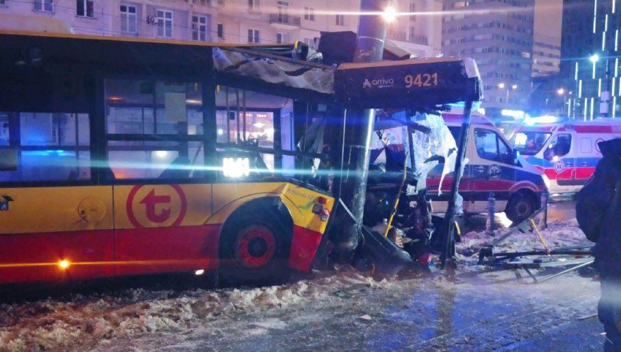 Rozbity autobus firmy Arriva (fot. TVP Info)