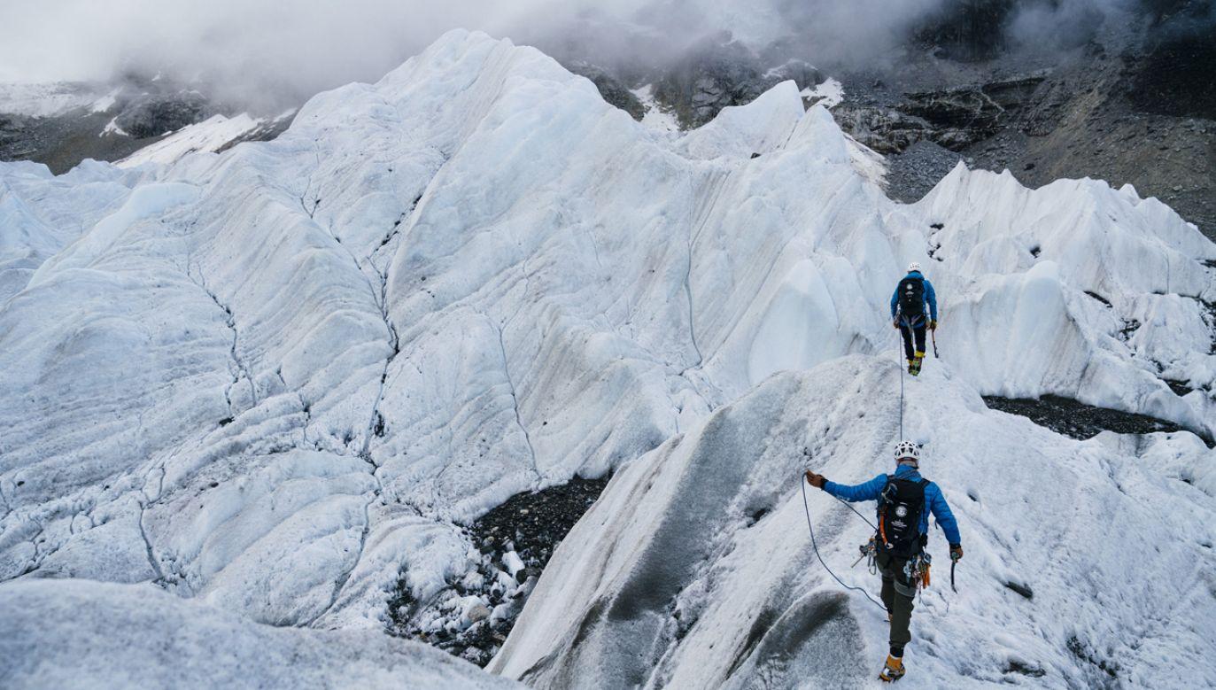 Warunki pogodowe utrudniają pokonanie lodowca pod Everestem ekipie Bargiela (for. MAREK_OGIEN)