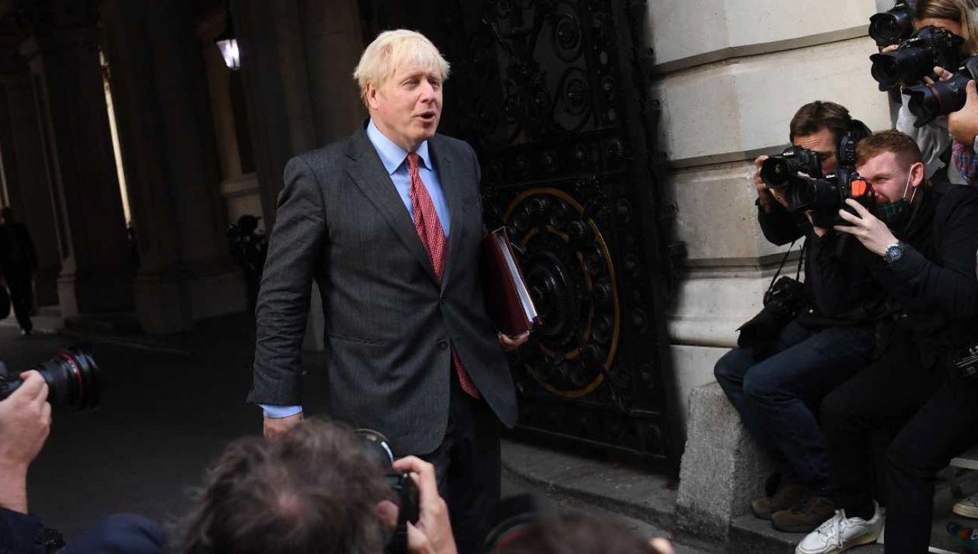 Premier Boris Johnson wygłosił orędzie (fot. PAP/EPA/NEIL HALL)