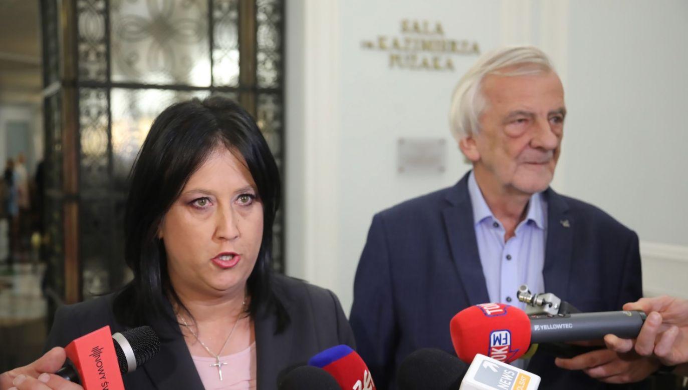 Wicemarszałek Sejmu Ryszard Terlecki (P) oraz rzecznik prasowy PiS Anita Czerwińska (L) w Sejmie RP (fot. PAP/Wojciech Olkuśnik)