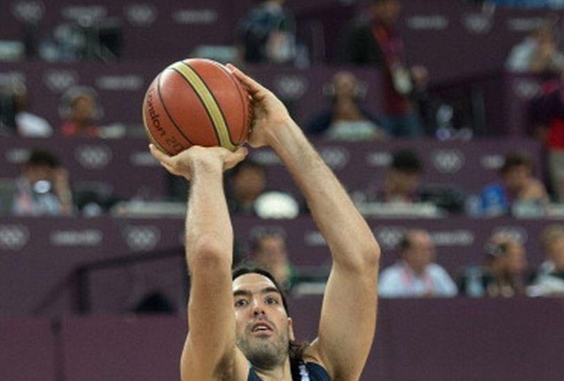 Luis Scola w wyskoku (fot.Getty Images)