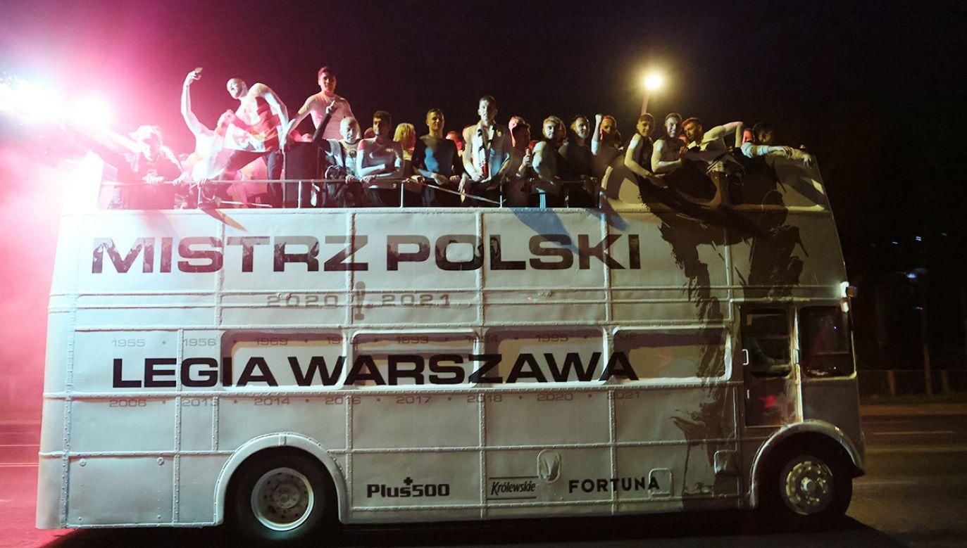Zdobywając po raz piętnasty tytuł mistrza Polski Legia Warszawa objęła prowadzenie w tabeli wszechczasów.  (fot. PAP/Leszek Szymański)