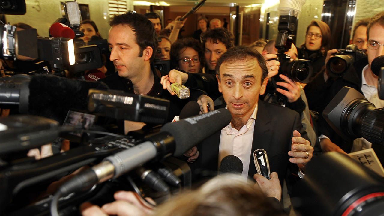 Eric Zemmour ostrzega Francuzów przed kolonizacją muzułmańskich imigrantów (fot.  REUTERS/Charles Platiau)