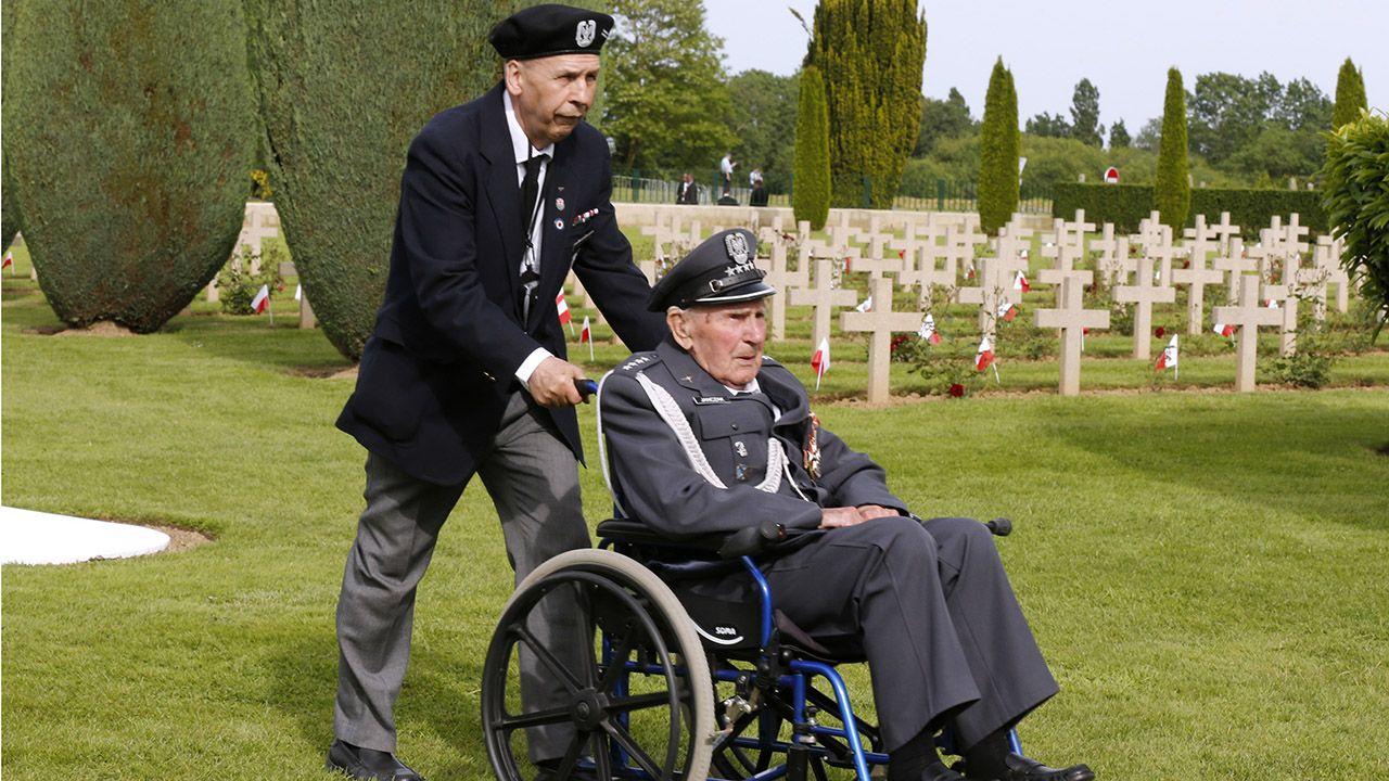 Ceremonia wojskowa na Polskim Cmentarzu Wojennym w Langannerie w Normandii, związana z przywróceniem imienia i nazwiska na grobie żołnierza, odbędzie się sierpniu 2020 roku (fot.  REUTERS/Pascal Rossignol)