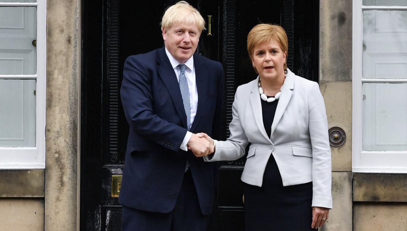 """Johnsonowi """"nie podobał się pomysł, aby Sturgeon była postrzegana na tym samym poziomie politycznym co on"""" (fot. Jeff J Mitchell/Getty Images)"""