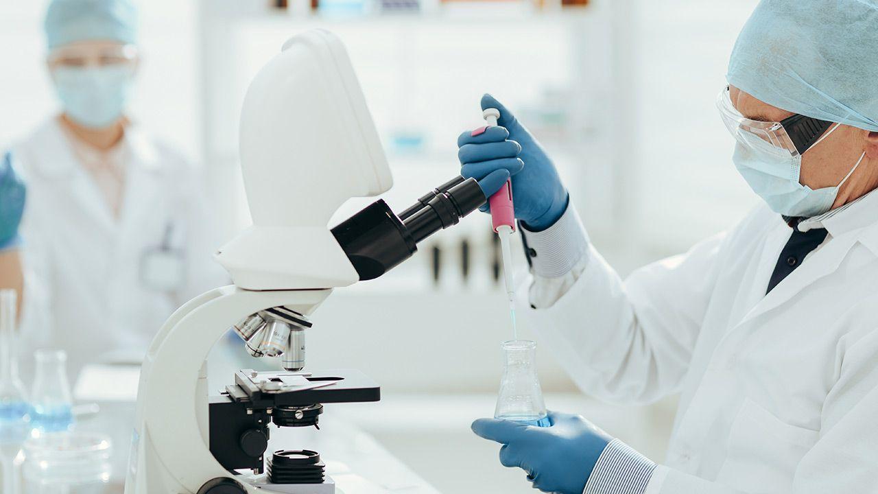 W Hiszpanii trwają badania kliniczne nowego leku na raka (fot. Shutterstock)