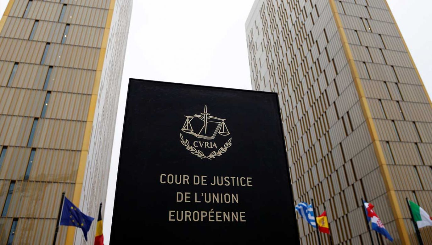 Zdaniem Trybunału, regulacje naruszają wymogi niezawisłości sędziowskiej (fot. REUTERS/Francois Lenoir)