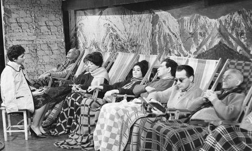 """11.12.1961 .Teatr Telewizji """"Choucas"""", reż. Andrzej Szafiański. Na zdjęciu m.in. Zofia Rysiówna, Edmund Fetting, Mieczysław Milecki. Fot. arch. TVP/Zygmunt Januszewski, PAT"""
