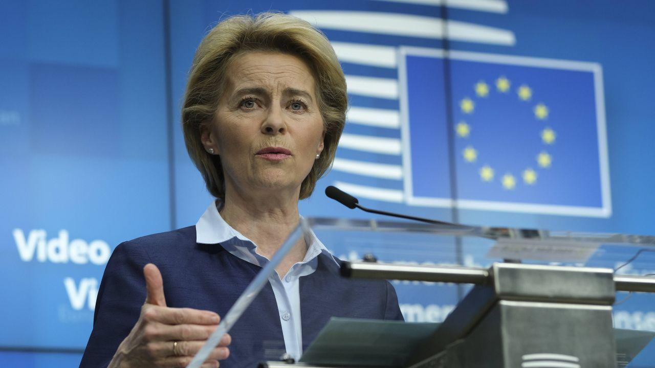 – Ostatnie słowo na temat prawa UE zawsze pada w Luksemburgu. Nigdzie indziej – mówi przewodnicząca KE (fot. PAP/EPA/OLIVIER HOSLET / POOL)