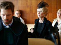 Tymczasem pewna wdowa przedstawia Markowi tę historię w zupełnie innym świetle... (fot. TVP)