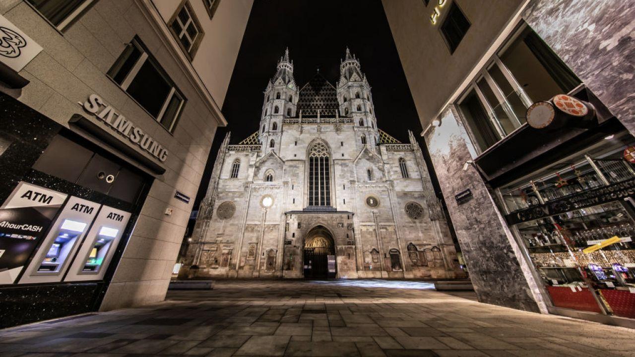 Punkt szczepień w katedrze św. Szczepana w Wiedniu (fot. Exithamster/Barcroft Media/Getty Images)
