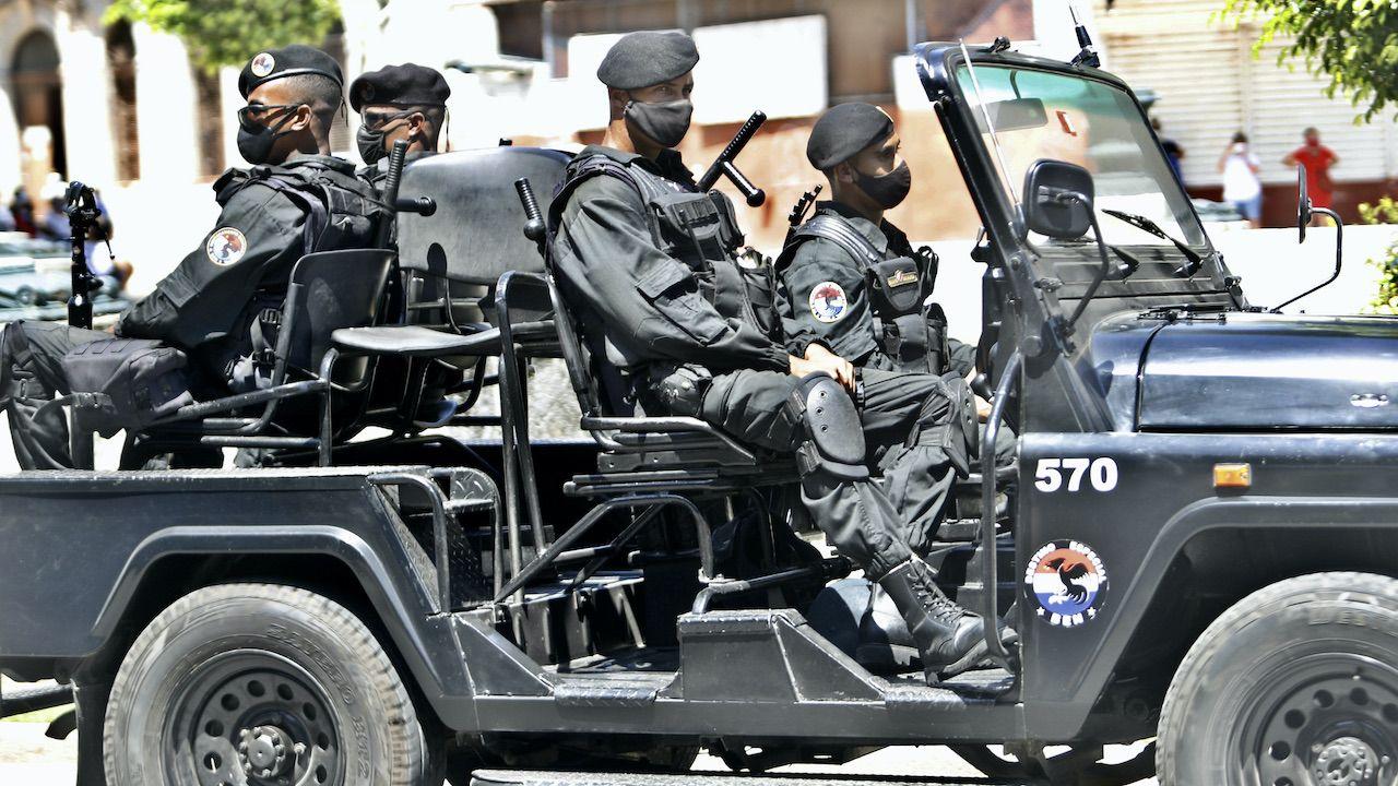 Młodsi dowódcy nie chcą strzelać do ludzi (fot. Y.Zamora/Anadolu/Getty Images)
