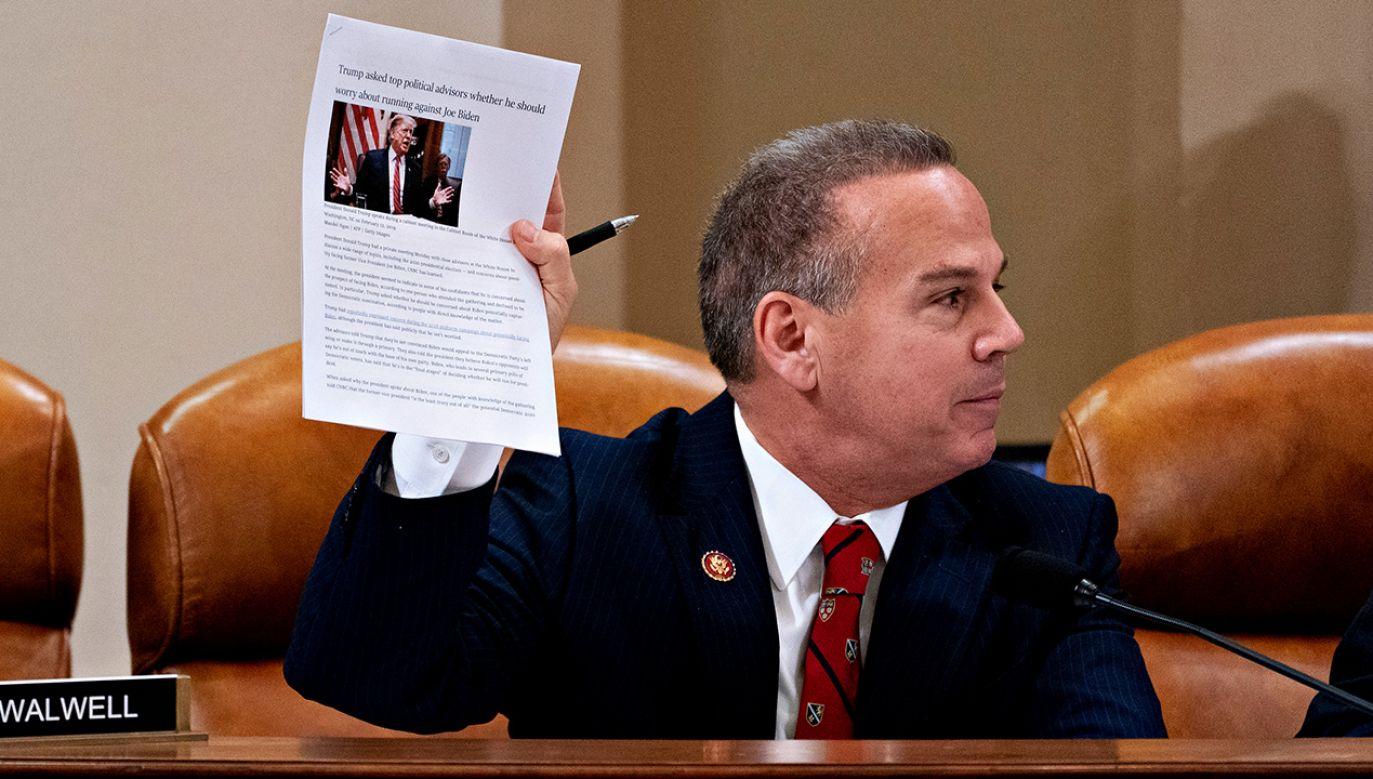 Komisja zarzuca prezydentowi nadużycie władzy oraz utrudnianie pracy Kongresu USA (fot. Andrew Harrer - Pool/Getty Images)