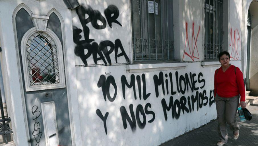 Zniszczona elewacja jednego z kościołów (fot. PAP/EPA/MARIO RUIZ)