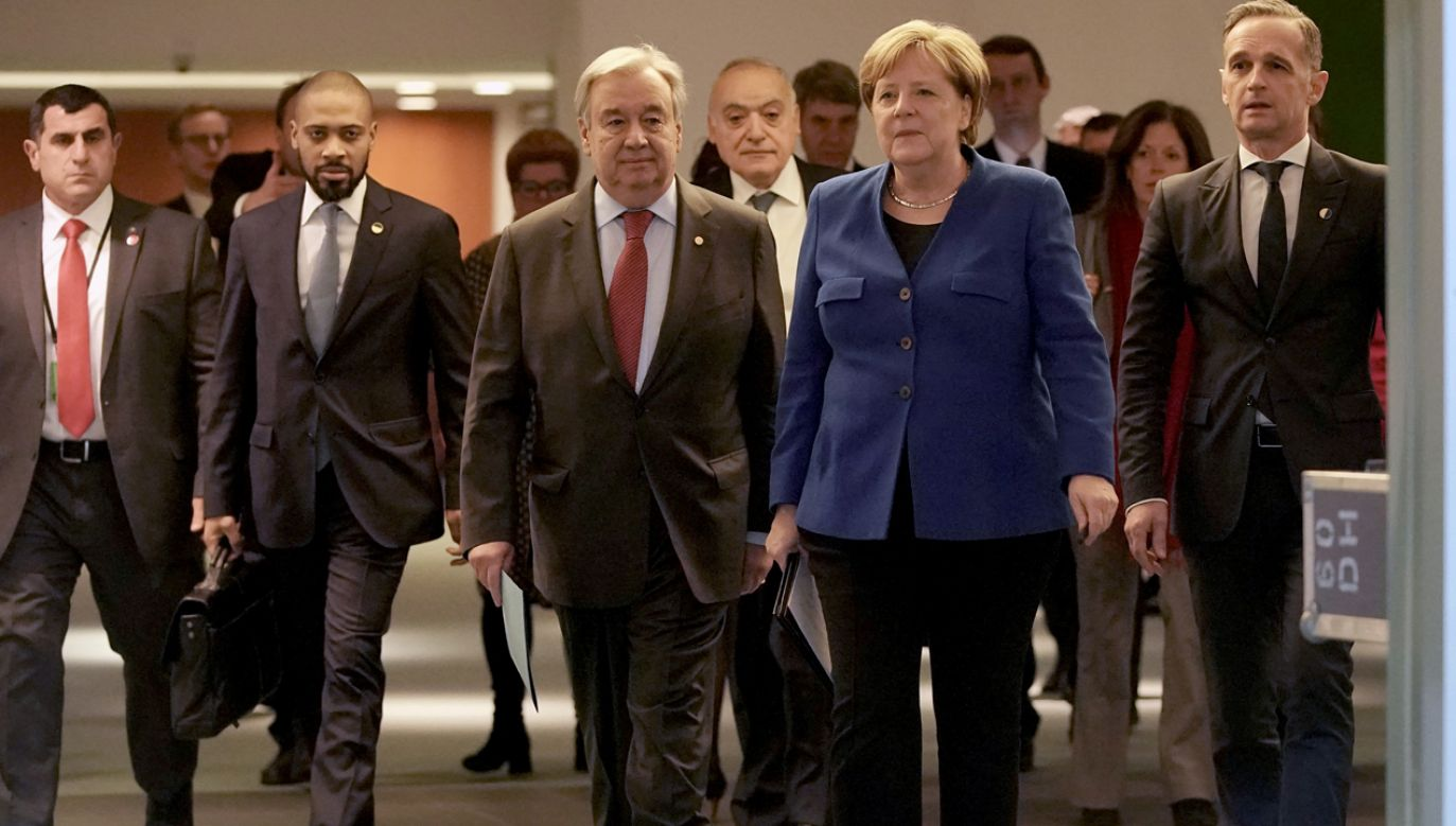 Uczestnicy konferencji zobowiązali się do przestrzegania embarga ONZ na dostawy broni do Libii (fot. Reuters/POOL)