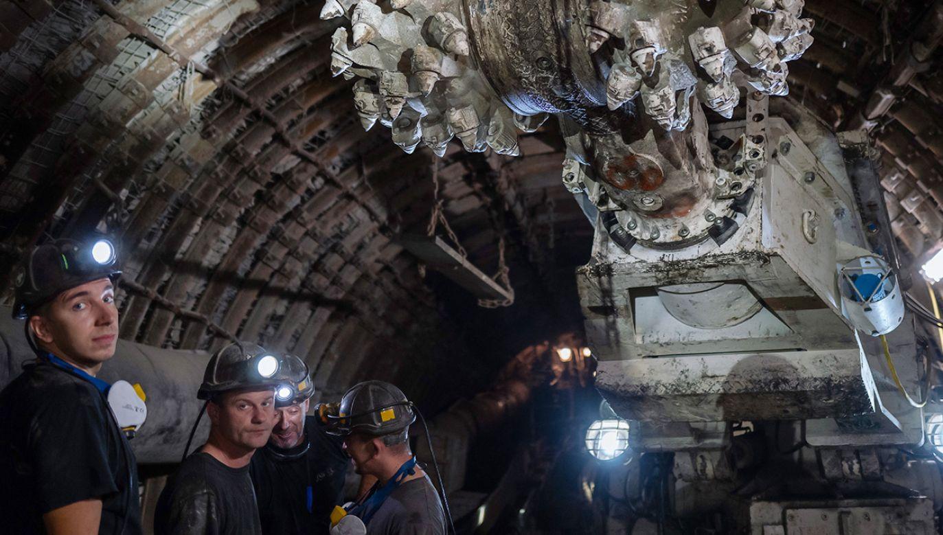 Prezydent życzył górnikom pomyślności, zdrowia, pokonania pandemii, dobra i szczęścia (fot. PAP/Andrzej Grygiel)