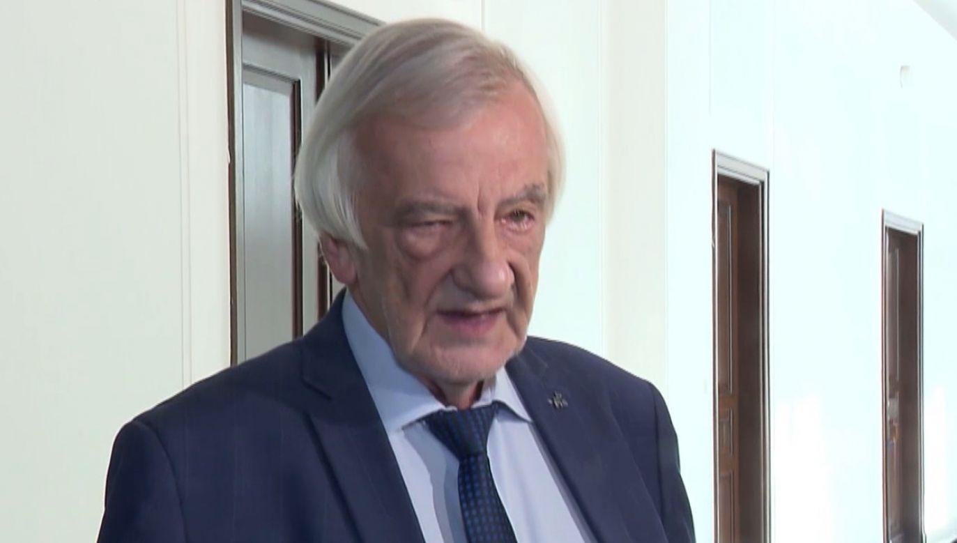 Ryszard Terlecki podkreślił, że w konstytucji jest wiele zapisów, które jego zdaniem należałoby uściślić (fot. TVP Info)