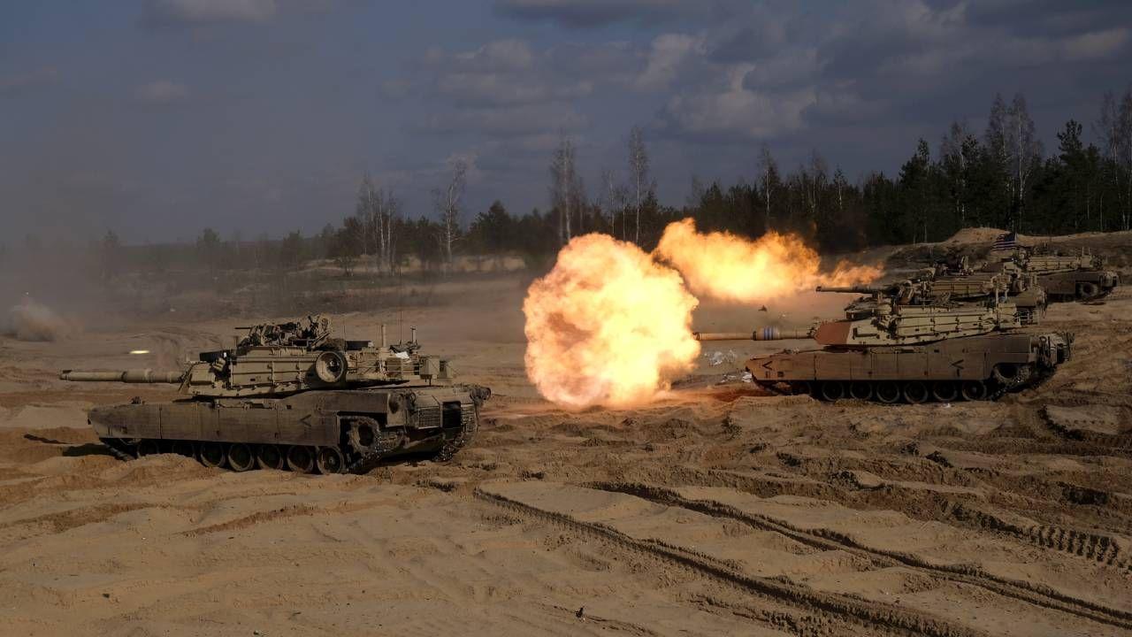 NATO przeprowadziło ostatnio manewry na poligonie Adazi na Łotwie (fot. PAP/EPA/VALDA KALNINA)