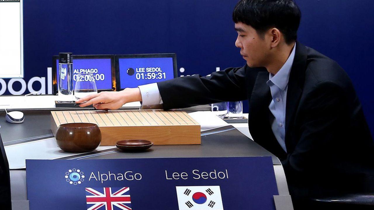 Sedol trzykrotnie przegrał z komputerem w grę go (fot. PAP/EPA/YONHAP)