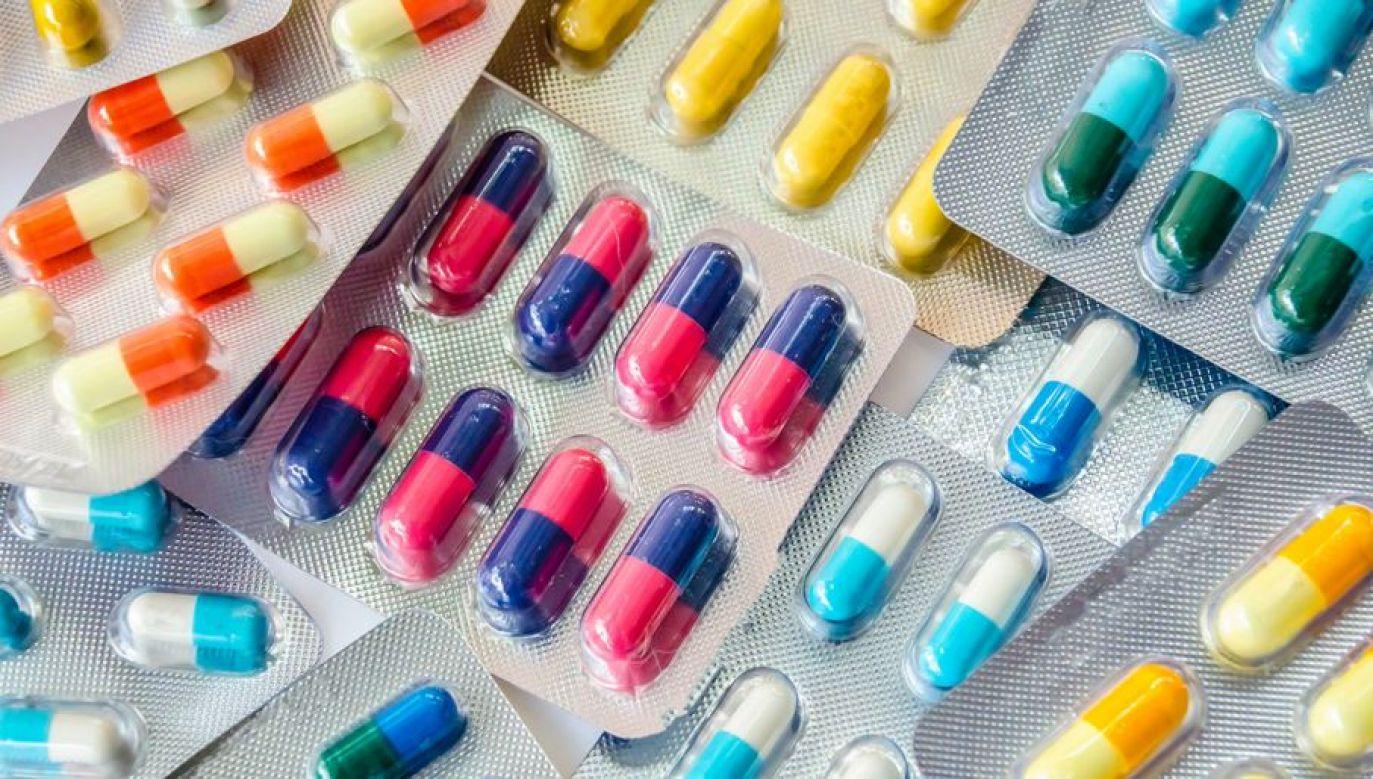 Riflux to lek hamujący wydzielanie kwasu solnego w soku żołądkowym (fot. Shutterstock/nokwalai)
