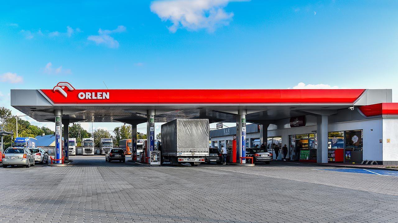 PKN Orlen wprowadza szybsze formy obsługi na stacjach benzynowych (fot. Shutterstock/Vytautas Kielaitis