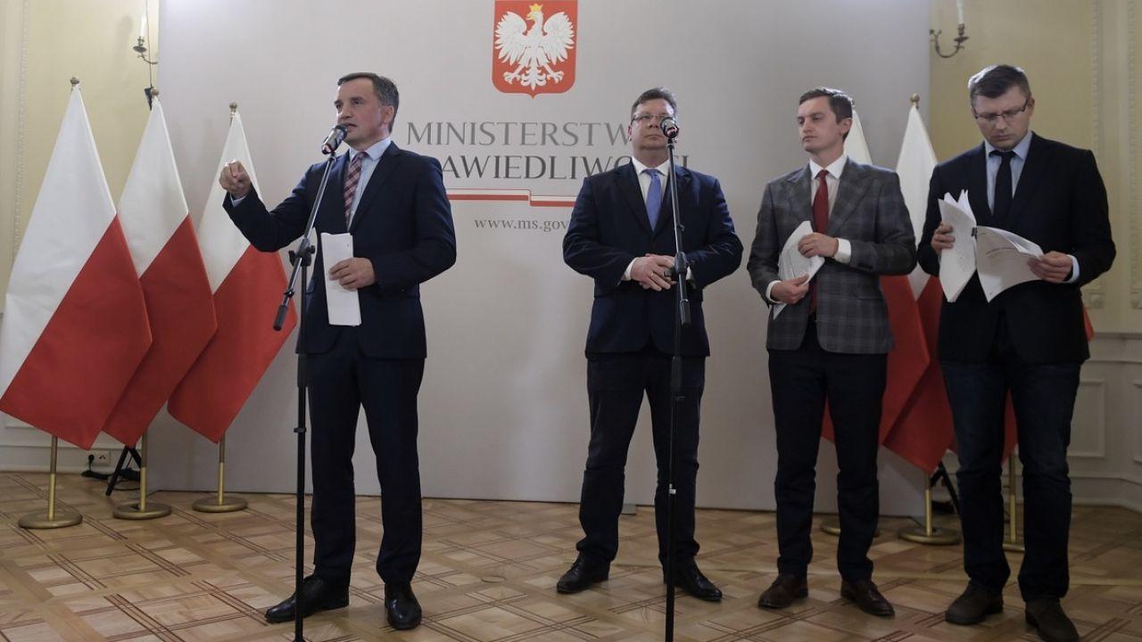 Minister sprawiedliwości i prokurator generalny Zbigniew Ziobro może dzisiaj pożegnać się ze stanowiskiem (fot. PAP/Marcin Obara)